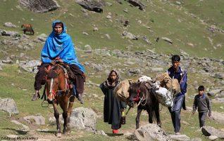 Kobiety w Himalajach -Trampki